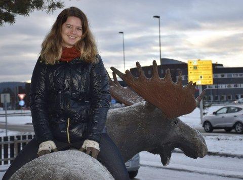 FUNNET SIN PLASS: Mari Gunnuldsen (25) fra Sandefjord har tenkt å bli boende i Elverum. Hun kom som idrettsstudent, pendler nå til Hamar for å ta pedagogikk og  jobber på Elgstua i helgene.