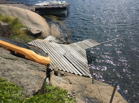 Denne brygga på en fritidseiendom i Brøtsøveien er det tidligere vedtatt at må nedskaleres. Det klaget eierne på.