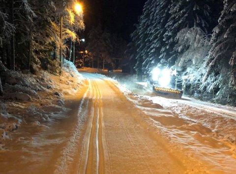 Skiløype: Det er blitt kjørt skispor i lysløypa på Jonsrud og på jordet mellom Jonsrud og Slettemoen. I tillegg er det kjørt skispor i lysløypa bak Kirkeng skole.