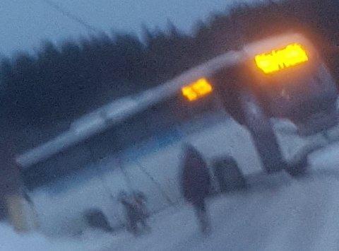 Bussen satte seg fast da den skulle snu.