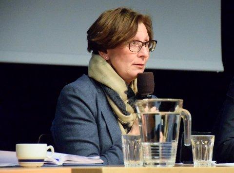 IKKE I BUSSKØ: Samferdselssjef Gro R. Solberg vil for all del unngå at de som skal reise med Ringeriksbanen blir sittende i busskø.