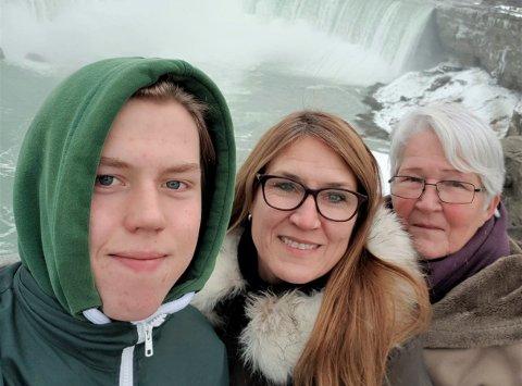 OPPLEVELSER: Niagra Falls er en av opplevelsene Kevin Skjørten Pedersen trekker fram blant ting han har fått muligheten til å gjøre etter å ha flyttet til Canada. Her sammen med familien.