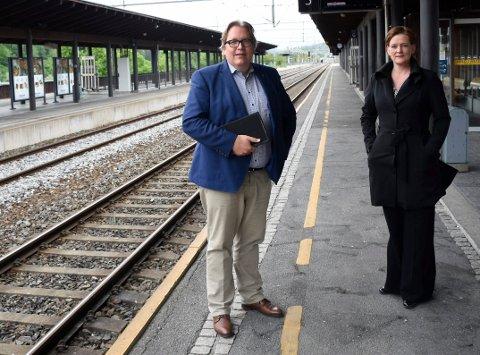 VIL HA MER BANE-PENGER: Sverre Myrli og Anne Sandum vil ha 100 millioner kroner ekstra til Ringeriksbanen i revidert nasjonalbudsjett.