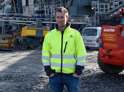 INVESTERER: John Myrvang AS, her ved daglig leder John Edvard Myrvang, har kjøpt en naboeiendommen til Heen sandtak for 17 millioner kroner.