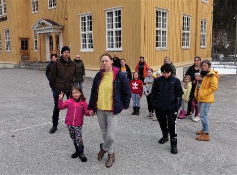 FAU Miland kommer til å levere en høringsuttalelse om både skolekretsgrenser og vedtaklet om selve nedleggelsen av skolen.  Nå har de også sendt et skriv til husstander på Miland og Mæl om høringsrundene.