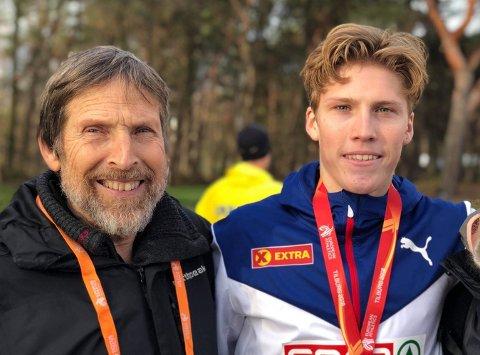 HYLLEST: Simen Halle (t.h.) synes det er artig å kunne hylle bestefar Per med et mellom- og langdistanseløp.