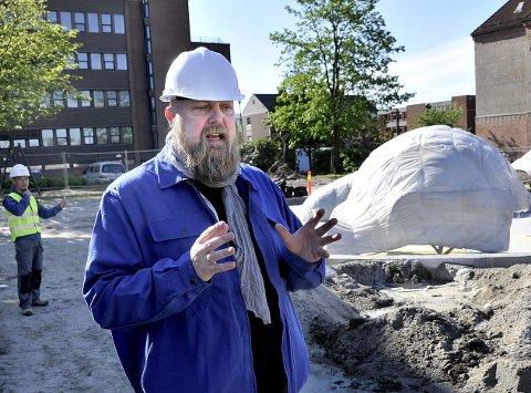 Kunstneren har satt pris på samarbeidet med lokale firmaer i prosessen med å bygge parken.