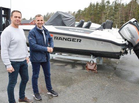 FORTSATT AKTIVE: Selv om Frydenbø Marine er majoritetseier i Nordkapp Boats er både Ronny Antonsen (t.v.) og Hans Petter Slang  fortsatt aktive i selskapet.
