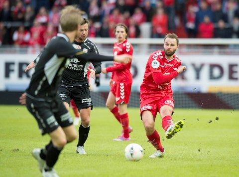 Vi mener det er en god ide å la Vadim Demidov bli i midtforsvaret hos Brann. Rødtrøyene er best bakover, Kristiansund er gjerrige, vi tror det blir U på Stadion mandag kveld!