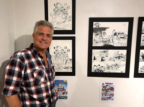 En proff Donald-tegner, Arild Midthun fra Son, skal lære barna mer om tegneserier.