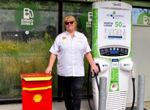 FØLER SEG HELDIG: Daglig leder hos Shell Momarken Julianne Torp mener de har vært heldige under pandemien.