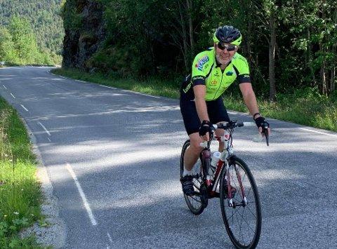 BLID OG NØGD: Arne Johannessen, la bak seg 5257 høgdemeter, 165 kilometer og 8700 kaloriar på sine 27 turar opp og ned frå Solvorn.