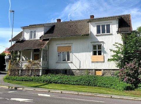 PÅ VENT: Huset i Sverresgate 21 skulle vært jevnet med jorda, som en følge av Grønn lenke-prosjektet i Bypakke Grenland. Etter en klage fra Fortidsminneforeningen skal rivingen tas opp til politisk behandling etter sommeren.