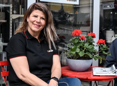 FØRST PÅ NOTODDEN: Mai Britt Johansen var den første kvinnelige rørleggeren på Notodden, og en av de første i Norge. Hun synes det er fint at flere jenter nå går inn i mannsdominerte yrker.