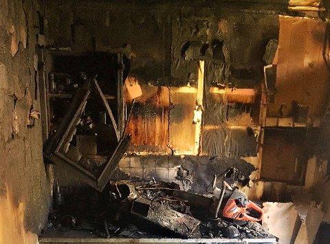 KRAFTIG BRANN: 23. mai fikk en bolig i Horten omfattende skader etter at det begynte å brenne på kjøkkenet i en leilighet i en flermannsbolig. Brannmannskapene klarte å hindre at brannen spredde seg til de øvrige leilighetene.