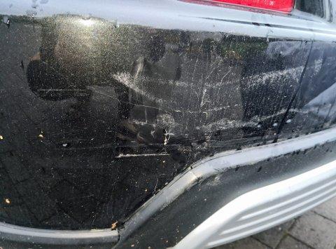 Bilen til Elena fikk skader bak etter påkjørselen torsdag formiddag.