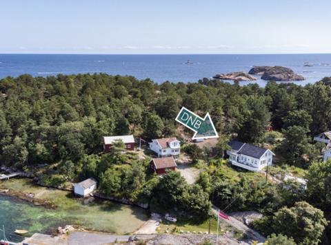 Prisen nesten doblet seg for denne eiendommen på Flosterøya, mellom Tvedestrand og Arendal. Foto: Camilla Husavik/Invisio