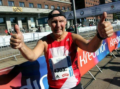 100 maraton: Vidar Blåfjelldal fra Bagn passerte nylig 100 maratonløp, og det skjedde i Oslos gater. Men så var han da også tilfreds og fornøyd med å ha nådd målet sitt. FOTO: Svein Halvor Moe
