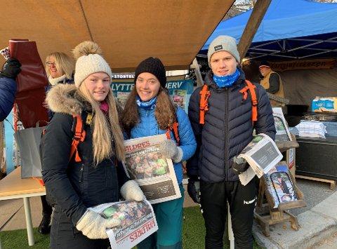 DELER UT: Karianne, Marit og Brage deler ut aviser.