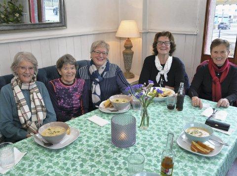 Aktive samer: Gunnvor Heggem, Anny Evjenth, Reidun Bryn Melkild, Gudrun Nyhus Horvli og Svanhild Engelsjord i Grøa sjukepleieforening.