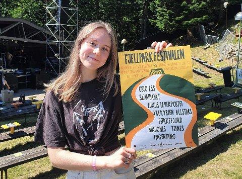 ÅRETS PLAKAT: Dekor-ansvarlig Elizabeth Elert har designet årets plakat til Fjellparkfestivalen.