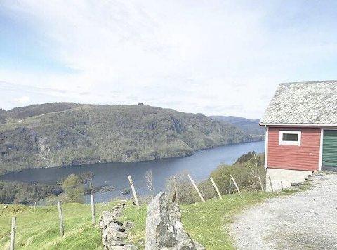 Utsyn: Frå toppen kan ein mellom anna sjå utover Hindenesfjorden.