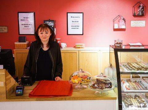 Monica Tønnessen ser positivt på framtiden for godteributikken hennes.