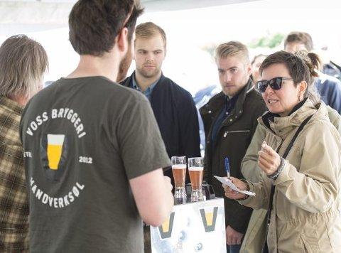 Gerd Helen Bergsaker vil vite mer om Voss-ølet. 35 bryggerier var innenfor festningsmurene.