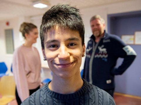 Shervan Khalil pleier å si at et smil med glede i kan bety mye for andre. For Shervan har «Kom Nærmere» betydd mye.
