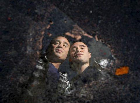 To dråper vann: Ronnie og Kurt har brukt tvillingfaktoren i mange av livets sammenhenger, ofte med stort hell. Foto: Arne Ristesund