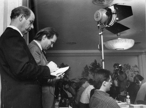 Edvard Vogt (t.v.).  og Gunnar Nordhus på statsadvokatens pressekonferanse om politivold i 1987.