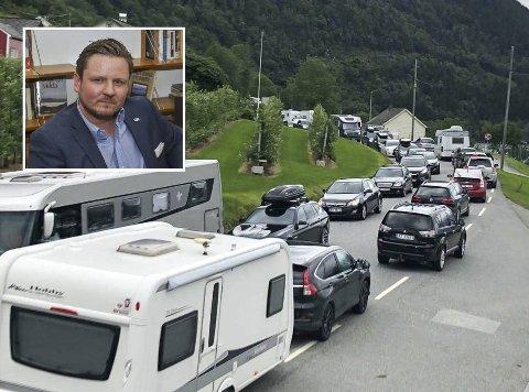 – Vi opplevde i sommer at Vegvesenet anbefalte folk å kjøre utenom Hardanger som følge av trafikkaoset. Det er ikke akkurat reiselivsreklame i verdensklasse, eier Erlend Nævdal Bolstad (innfelt) i Ullensvang Høgre.