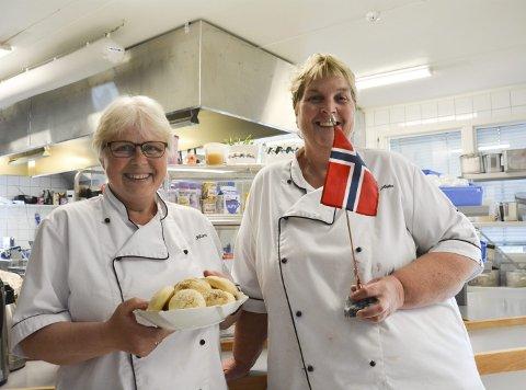 KJØKKENLYKKE: Kari Ødegården og Anita Skogstad kunne juble over at formannskapet går inn for å bygge nytt kjøkken på Kryllingheimen.