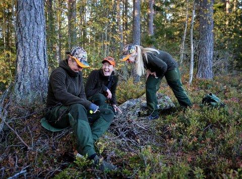 1,1 MILLIARDER: En ny rapport viser at jakta representerer store verdier for det norske samfunnet. For «Jegertrillingene» fra Øvre Eiker handler jakt om så mye mer enn bare å felle et dyr. Trivsel, samhold og være ute i det fri er vel så viktig. Foto: Tor Christian Ødegaard