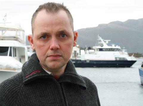 Terje Svardahl, leiar i bygdelaget på Askrova er frustrert over dei mange kanselleringane av båtrutene.