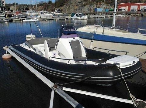TAPT OG FUNNET: Politiet mener de har funent denne stjålne Strömstadbåten på Greåker.
