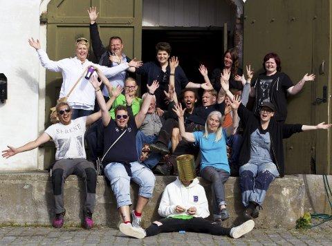 Står på: Denne gjengen er blant flere hundre personer som bidrar til at det blir musikkfest i Gamlebyen.foto: Henrik Vinje Pedersen