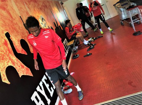TILBAKE PÅ STADION: Anas Farah Ali trente med FFK onsdag. Om det blir ny kontrakt med FFK, vites ikke.