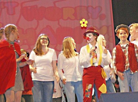 Mie Erica Svenningdal Dybwad spilte klovnen, og gjorde en fin figur sammen med de andre aktørene i forestillingen til Framnes ungdomsskole.      Foto: Marcus Foshaug