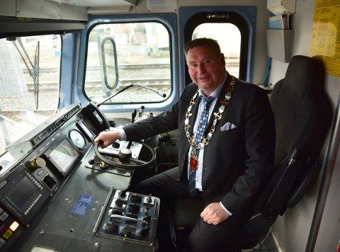 Ordfører Rune Edvardsen sto for dåpen av «Victoriahavn»