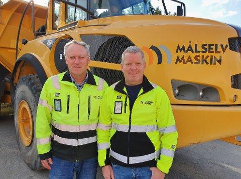 Fv: Frank Eriksen, daglig leder Målselv Maskin og Transport AS til venstre og Roar Femsteinevik, prosjektleder. Pressefoto