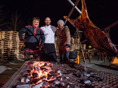 SATSER: Fra venstre: Martin Jönsson, Thomas Holmstrøm og Vegard Stormo satser på å øke interessen for samisk matkultur samt på å arrangere flere matkonkurranser i Narvik. Pressefoto