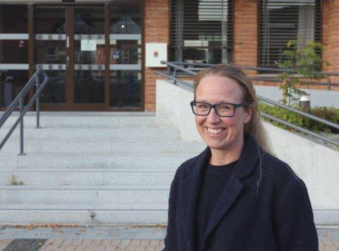 GLEDER SEG: Camilla Kvalø Smedtorp ser fram til å starte i jobben. Det å bidra i miljøet hvor hun selv vokste opp, og hvor barna skal vokse opp, gjør at hun synes jobben virket ekstra meningsfylt.FOTO: ARNFINN STORSVEEN
