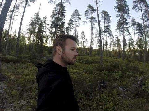 Michael Winger, kjent fra blant annet Åndenes Makt, kjøpte bedehuset på Øyermoen og gjorde det om til hytte. Nå selger han stedet.