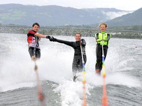 Tok ti medaljer: Vemund Viker (t.h.), Veline Viker og Petter Wigdel imponerte i NM på vannski på Skarnes. De tre ungdommene fra Lillehammer tok til sammen ti medaljer, hvorav fem av dem var av den edleste valøren. Alle foto: Anders Espe
