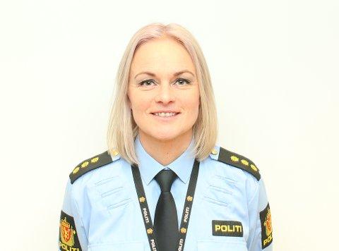 Politibetjent Hege Iren Skjønsberg Fossum jobber som politi på nett i Innlandet politidistrikt.