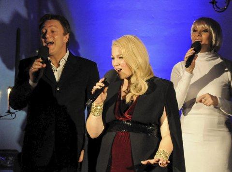 SANGERE: Tor Endresen, Maria Haukaas Mittet  (i midten) og Marian Aas Hansen var naturlignok de beste sangerne i Tingelstad kirke.