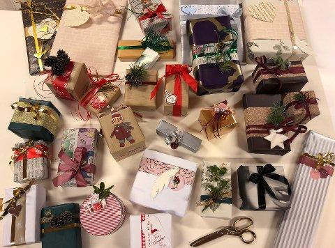 FINE PAKKER: Det ble mange lekre gaver etter inspirasjonskvelden på NOIL-huset.