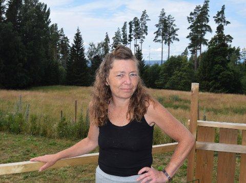 VAKSINEKØ: Carina Gry Johansen tilhører risikogruppe ni, og har enda ikke fått invitasjon til vaksinetime.