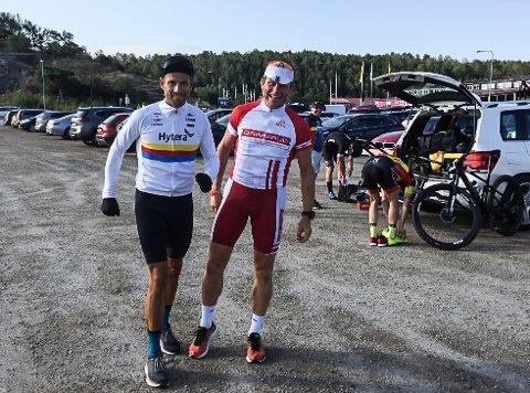 LØPT OG SYKLET: Arne Folmer (th) har både løpt og syklet de åtte milene i Grenserittet. Her sammen med Morten Andersen før start i Strømstad. milene
